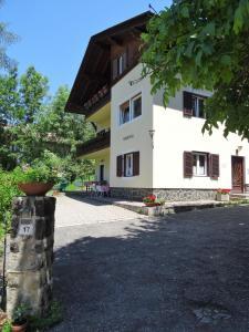Einfahrt Haus Sabina