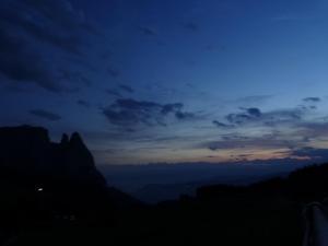 Seiseralm Schlernblick bei Nacht